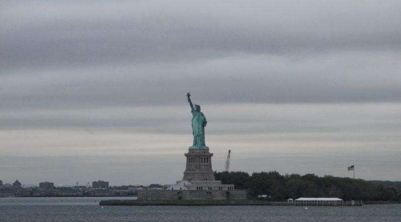 38-newyork-ozgurluk-heykeline-uzaktan-bakis.JPG