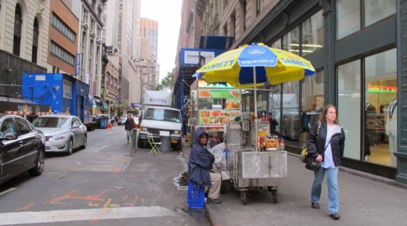 54-newyorkta-sokakta-yemek-saticilari.JPG