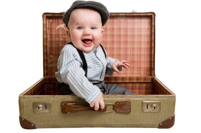 Picture-BabyWinkz-baby-and-suitcase.jpg