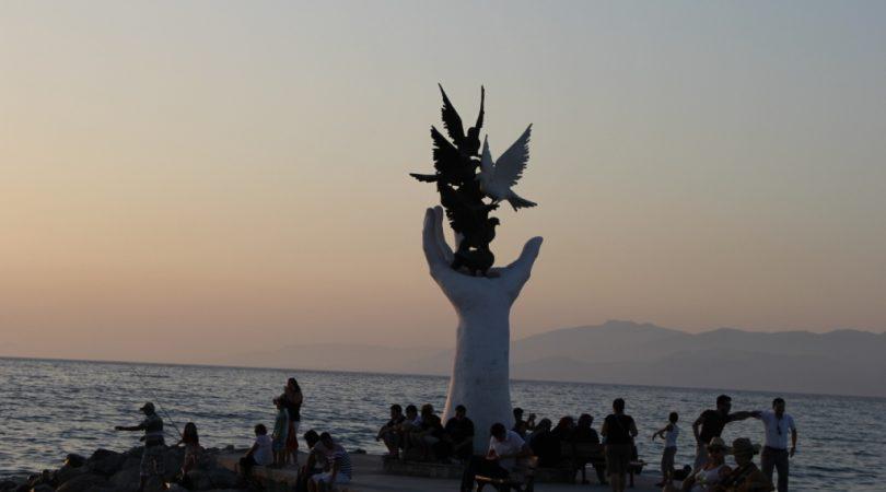 kusadasi-monument.JPG