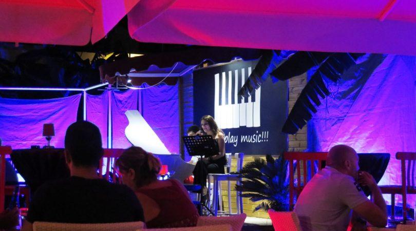 piano-jazz-bar.JPG