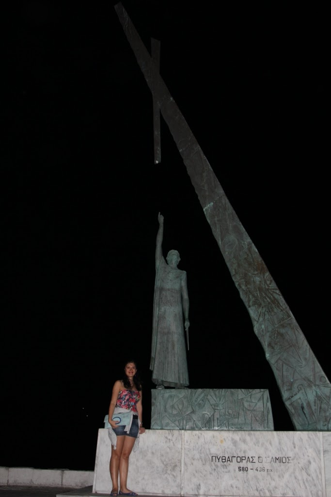 pisagor-heykeli.JPG