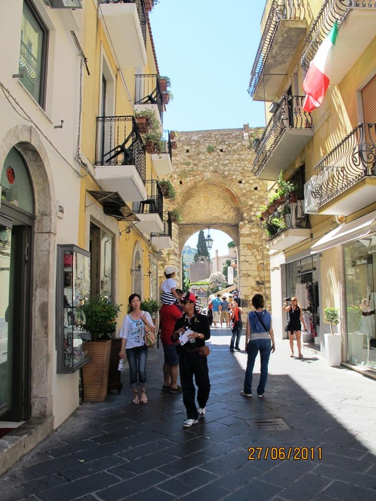 taormina-streets.JPG